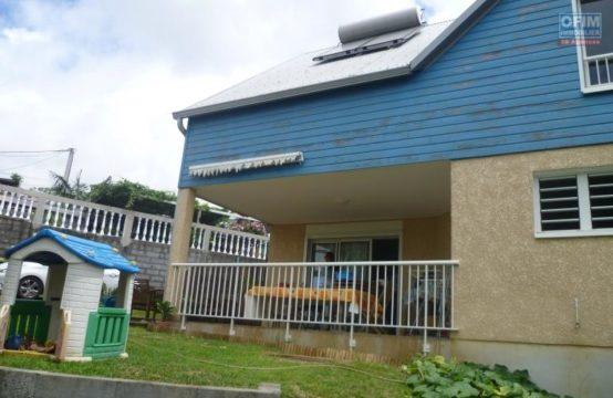 En location une villa récente de type F4 avec garage – Bras Canot
