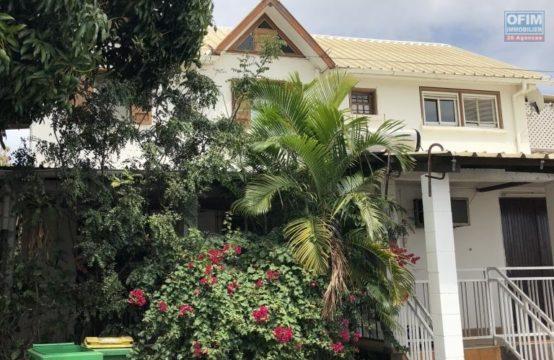 Vente-Maison-Villa-SAINT-PAUL-A-vendre-villa-de-type-7-a-la-plaine-st-paul-avec-piscine-et-vue-mer