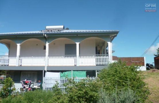 Location-Maison-Villa-SAINT-GILLES-LES-HAUTS-a-louer-villa-F3-4-a-tan-rouge-non-loin-du-vival-D3-2