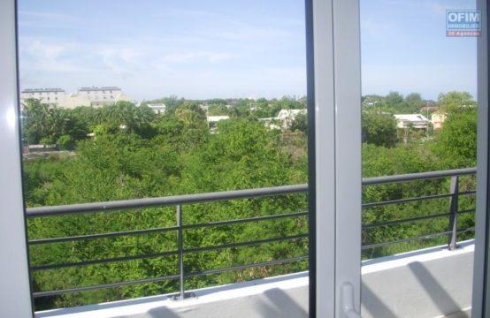 Location-Appartement-POSSESSION-A-louer-grand-appartement-T3-en-duplex-sur-le-bas-de-la-Possession-Moulin-joli