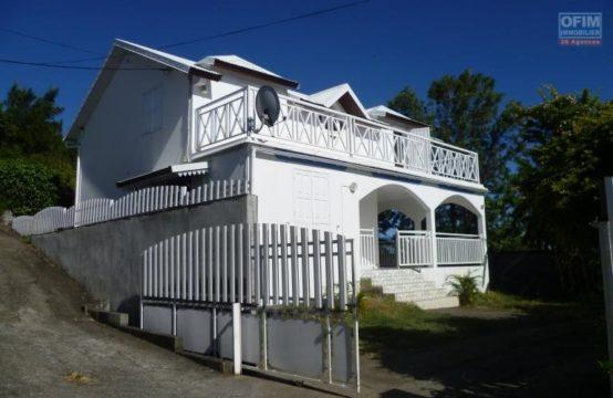 Location-Maison-Villa-SAINT-GILLES-LES-HAUTS-a-louer-villa-recente-F4-5-a-l-ermitage-les-hauts-garage-ferme-impasse-calme