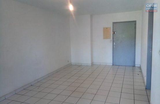 En location un appartement de type F2 au Port, île de la Réunion par OFIM