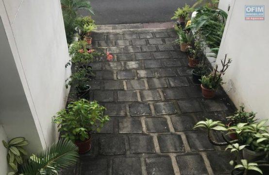 En vente un joli appartement de type F2 à La Possession, île de la Réunion par OFIM