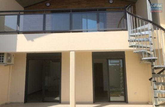 Location-Maison-Villa-SAINT-LEU-A-louer-villa-F3-neuve-en-duplex-tres-bien-placee-a-St-Leu-vue-mer-par-ofim