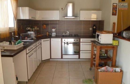 Location-Maison-Villa-SAINT-PAUL-a-louer-villa-recente-F4-avec-piscine-et-tout-confort-bois-rouge-bellemene-OFIM