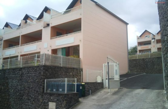 En-vente-un-joli-appartement-avec-vue-sur-mer-Trois-Bassins-île-de-la-Réunion-par-Ofim