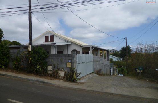 En-location-villa-T5-vue-mer-vue-montage-à-saline-Les-Hauts-Réunion-par-Ofim