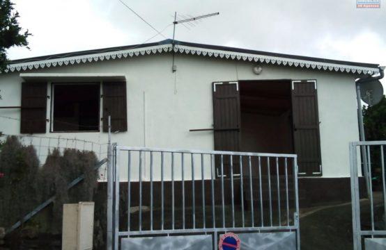 A-louer-villa-T3-vue-mer-montagne-Bellemene-Réunion par-Ofim