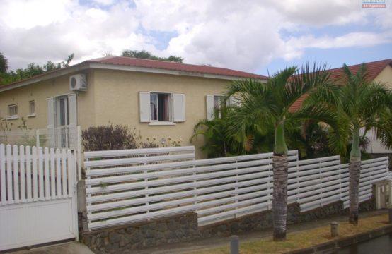 Location-villa-T4-varangue-jardin-proche-commerce-écoles-Possession-Réunion