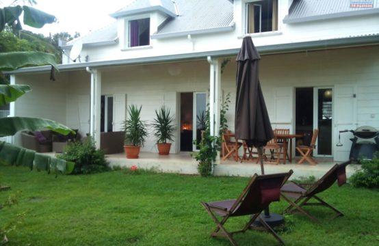 Location-villa-T5-vue-mer-montagne-grande-parking-Saint-Gilles-Les-Hauts-Réunion-OFIM