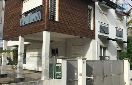 Vente-Maison-Villa-SAINT-PAUL-a-vendre-ensemble-immobilier-de-deux-logement-f4-et-f3-sur-terrain-540m2-st-paul-centre
