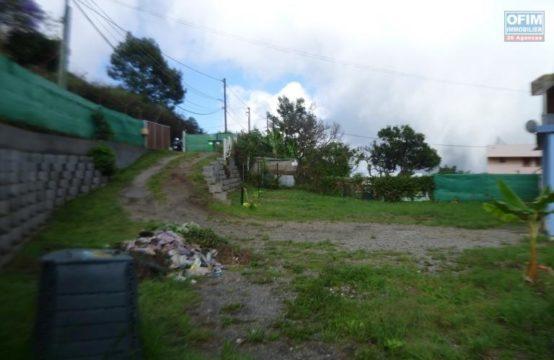 Location-Maison-Villa-SAINT-GILLES-LES-HAUTS-a-louer-villa-F4-a-tan-rouge-poste-du-guillaume-a-3-km-au-calme-Ofim-tan-rouge-vue-mer-montagne