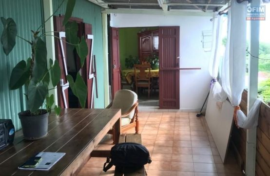 Vente-Maison-Villa-POSSESSION-a-vendre-une-parcelle-de-terrain-de-926m2-avec-deux-maison-f6-et-f3-st-thereze-la-possession-ofim