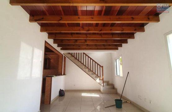 Vente-Maison-Villa-SAINT-GILLES-LES-HAUTS-Superbe-villa-F4-jumelee-SH-110-m2-Le-Bernica-Saint-Paul-241-935-Euros-Ofim