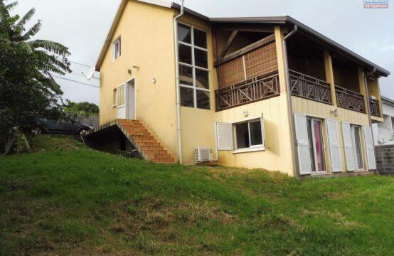 Ofim-vente-villa-8-pièces-spacieuse-cour-privative-secteur-calme-ouest-saint-leu -vue-mer