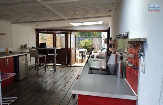 OFIM-immobilier-Location-Appartement-SAINT-GILLES-LES-BAINS-A-LOUER-OFIM-Appartement-de-Type-3-sur-L-Ermitage-les-Bains-T3-proche-écoles-commerces-terrasse-jardin-ouest-Réunion